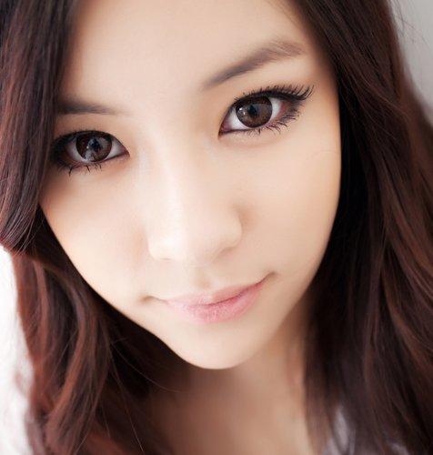 Farbige braune'Hazel One! Kontaktlinsen ohne Stärke mit Kontaktlinsenbehälter - perfekt für Halloween