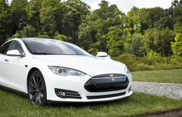Autopilot von Tesla-Fahrzeugen wird einer Inspektion unterzogen